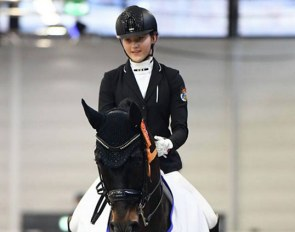 Emma Gömmer and Sir Robin Off Loxley win the junior division of the Preis der Zukunft at the 2019 CDN Munster Indoor :: Photo © Mirka Nilkens