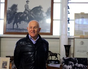Pierre-Eric Jacquerod at the horse museum of the NPZ in Berne with a picture of Swiss dressage legend Henri Chammartin on Wöhler in the background :: Photo © S. Rottermann