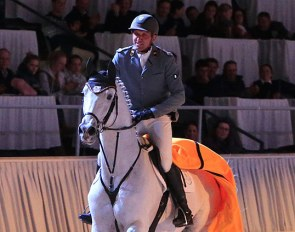 Heiko Tietze presented the Celle State Stud sire Grey Top at the 2019 Verden Spring Elite Auction gala show :: Photo © Tammo Ernst