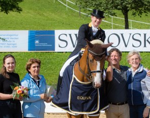 Isabell Werth on Bella Rose flanked by the Swarovski family and her sponsor Madeleine Winter-Schulze at the 2018 CDI Fritzens :: Photo © Michael Rzepa
