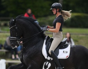 Emmelie Scholtens schooling Desperado at the 2019 CDIO Compiègne :: Photo © Astrid Appels