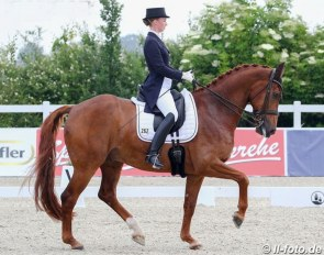 Fabienne Müller-Lutkemeier and Valesco (by Vitalis x Douceur) at the 2020 CDN Herbergen :: Photo © LL-foto