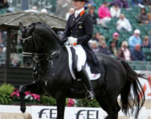 Edward Gal and Totilas on the centerline towards a new world record Grand Prix score