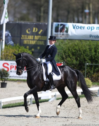 Finnish Mikaela Lindh is now riding under her married name Fabricius-Bjerre. With the Danish bred Skovlunds Gamin G (by Gagarin x Saint Cloud) she was 10th. The stallion was for sale at Helgstrand Dressage for a long period, but is now back with Mikaela. They scored 68.804%