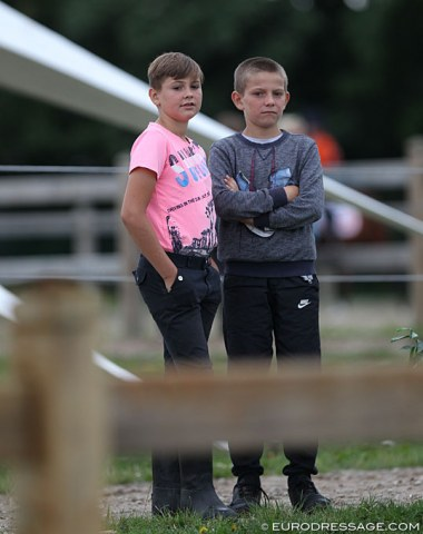Breugelhoeve barn boys watching the spectacle