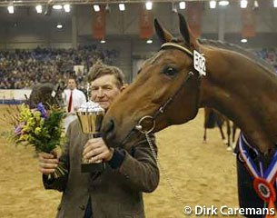 2002 KWPN Licensing Champion Symfonie with his proud breed and owner W. Dijk :: Photo © Dirk Caremans