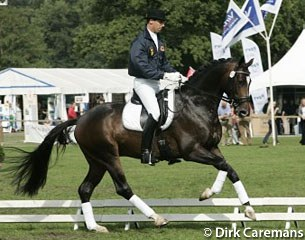 Stefan van Ingelgem test-riding Vivaldo at the 2006 Pavo Cup Finals