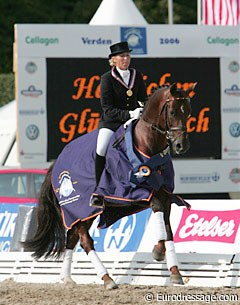 Ingrid Klimke and Damon Hill win the 6-year old division at the 2006 World Young Horse Championships