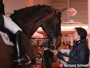 Isabell's groom Anna Kleniuk gives Apache a treat