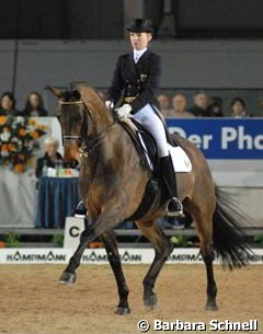 Fabienne Lütkemeier, usually a Junior rider, competed very smoothly in the freestyle tour aboard her mother's horse Amando -- and placed 4th in the qualifier and 3rd in the freestyle.