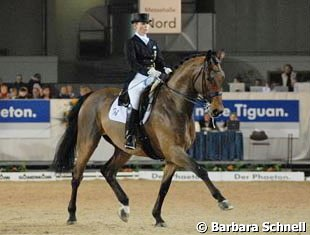 The nine-year-old First Class (by Florestan, like Floresco) is owned by clients in Isabell Werth's stable and premiered in the Grand Prix arena. A nice, smooth ride.