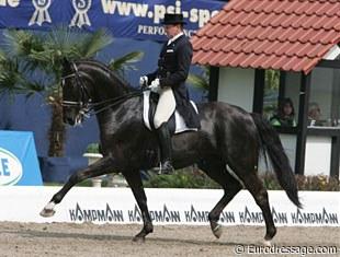 Christoph Niemann on the PSI auction horse Whizzkid (by Welt Hit II x Andrew - bred by Ullrich Kasselmann).