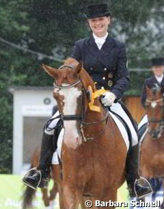 More rain: Katharina Winkelhues and Nadine Capellmann's gelding Rino won the preliminary test of the Piaff Forderpreis.