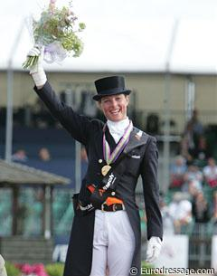 Adelinde Cornelissen: Flowers in the air and all smiles