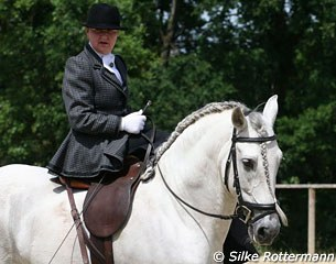 Dorothee Baumann-Pellny gave a demo on side saddle dressage riding with Polvorin