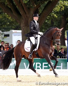 Theo Hanzon and Amazing Star started out with better trot work than in the preliminary test, but half way through the test the Dutch owned stallion said he had enough and refused to obey the rider's aids. He was eliminated for resistance