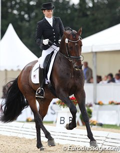 American Jennifer Hoffmann on Ratzinger (by Riccione x Pablo). International calibre horse with fantastic gaits, but he was very naughty and resistant in the walk (even on long reins).
