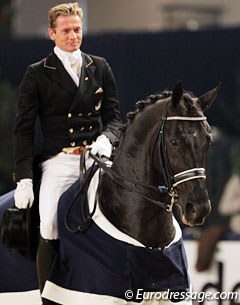 Edward Gal and Voice win the Prix St Georges at the 2011 CDI Zwolle