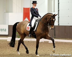 Laura Bechtolsheimer on the Swedish warmblood Tellwell (by Tip Top)