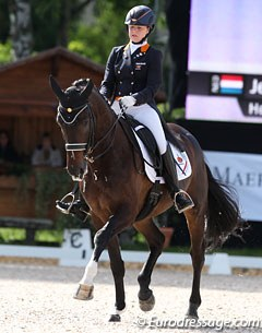 Jeanine Nieuwenhuis and Baldacci became the fourth Dutch rider and is not allowed to ride the kur despite her 69.237 % score