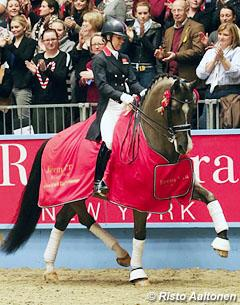 Charlotte and Valegro win the 2012 CDI-W London with a Grand Prix world record score