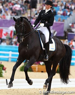 Swedish Minna Telde and Santana (by Sandro Hit) started off really strong with very expressive and energetic trot and passage work, but the rider rushed it too much and the horse resisted in the left pirouette