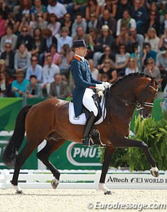 Hans Peter Minderhoud and Johnson showed very good lateral canter work but had mistakes in the changes. The bay stallion dragged his right hind on occasion which showed in some passage and piaffe transitions