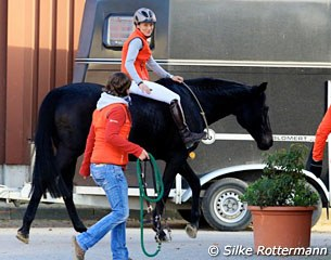 One did see orange on the symposium day: Klimke's numerous helpers behind the scene wore her stable colours