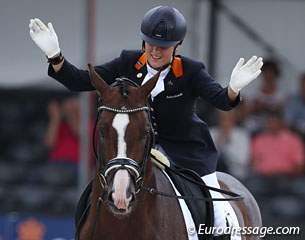 Dana van Lierop on Gunner KS. This pair caused the controversy of the day. Gunner is a gorgeous horse with a fantastic canter, but he was irregular in trot today, which the judges correctly marked down to the dislike of the audience