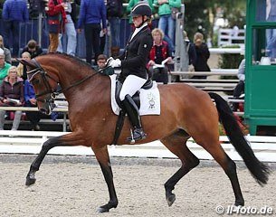 Nicole Wego on Santa Maria (by Sandro Hit x Ehrenwordt), a 2016 PSI Auction horse and full sister to Grand Prix horse St. Emilion