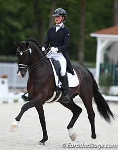 French Maeva Hoang on the 11-year old Dutch warmblood stallion Blacktime (by Painted Black x Goodtimes). This horse has been marked as having French JO/JEM team potential.