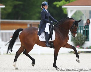 Belgian Julie Raymaekers on the 12-year old Hanoverian Saint Tropez (by Stedinger x Ravallo)