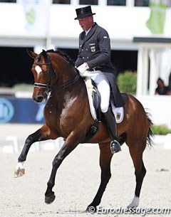 Hartwig Burfeind on the very sympathetic Fine Spirit. Pity the rider is too tall for this elegant horse