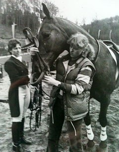 Ruth Klimke gets a helping hand from Claudia Rosner tacking Leonardo for his Grand Prix test at the 1982 CDN Neuwied