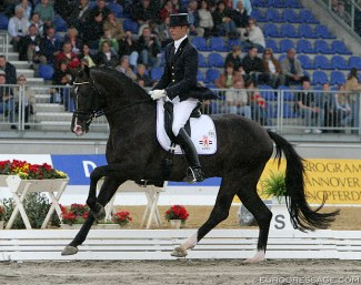 Hans Peter Minderhoud and Rhodium in the rain at the 2004 World Young Horse Championships, then still held in the beautiful stadium in Verden :: Photo © Astrid Appels