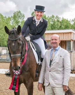 Julia Vysniauskas and Dream Diamond with judge Eddy de Wolf at the 2018 CDI Calgary :: Photo © Amanda Ubell