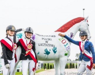 The Children medalists post with the horse that got more and more painted during the 2018 Polish Dressage Championships in Radzionkow :: Photo © Lukasz Kowalski