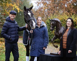 Carl Hester, Valegro, Charlotte Dujardin, and Valegro's statue with sculptor Georgie Welch :: Photo © Rose Lewis